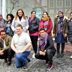 Einige Teilnehmende bei LindA mit Kursleitung Edita Aksoy (3.v.li.oben) und Maurice Schneider (2.v.li.unten). Foto: Arbeit und Bildung e.V.