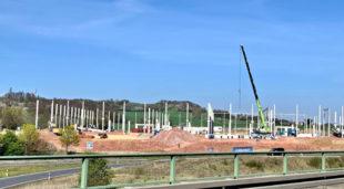 Wo große Hallen gebaut werden, sollen PV-Anlagen aufs Dach, fordert die FWG im Landkreis. Foto: nh