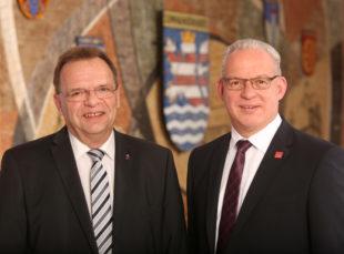 Landrat Winfried Becker und Erster Kreisbeigeordneter Jürgen Kaufmann (v.li.). Foto: Manuel Philippi | Kreisverwaltung Schwalm-Eder