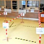Die Stadtbücherei hat sich gegen die Ansteckungsgefahr gerüstet. Foto: nh