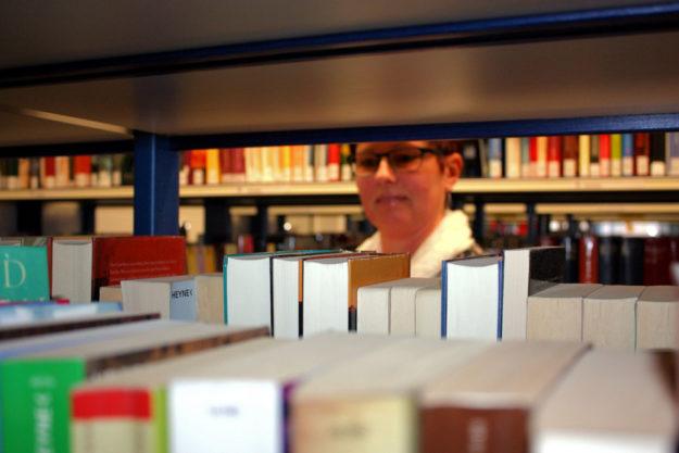In den Ferien 2020 wird daheim viel Zeit zum Lesen bleiben. Die Mediothek hat für jeden und jede die passende Lektüre. Foto: Stadt Gudensberg