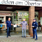 Lions-Präsident Jürgen Thurau mit Tafel-Koordinator Peter Laukner und Fördervereinsvorsitzendem Hans-Dieter Nitsch (v.li.). Foto: nh
