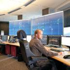 Ein Blick in die moderne Netzleitstelle der EAM in Baunatal. Foto: nh