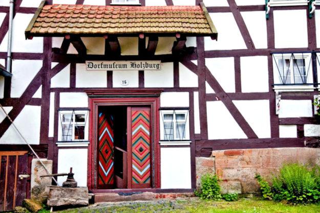 Das Dorfmuseum Holzburg ist eine der Stationen des Museumsbusses. Foto: Sabine Große