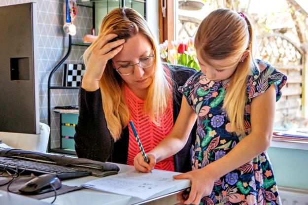 Die DAK-Gesundheit in Fritzlar bietet eine Experten-Hotline am 19. Juni an. Geklärt werden können Fragen rund ums Homeschooling. Foto: i-Stock | nh