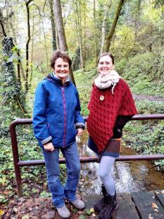 Kräuterfrau Dorothee Schanze (li.) und Anke Dobel (re.). Foto: nh