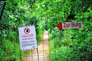 Aus Sicherheitsgründen sind die Wege am Burgberg gesperrt. Zur Burg gelangt man über die Asphaltstraße des Georg-Textor-Weges. Foto: Uwe Dittmer