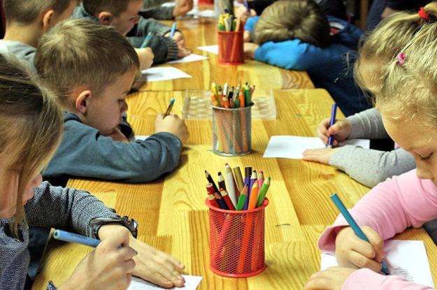 Noch vor Beginn der Sommerferien dürfen Hessische Kinder noch einmal ihre Freunde in den KiTas sehen. Foto: Pixabay