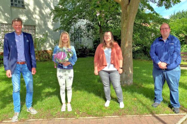 Bürgermeister Heinrich Vesper, Sophie Koch, Ausbildungsleiterin Carolin Ide, Personalratsvorsitzender Marcel Schmidt (v.li.). Foto: nh