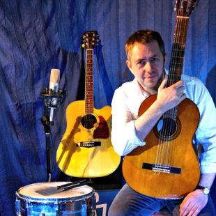 Der Liederpoet und Songschreiber Thomas Frankfurth kommt auf die Märchenbühne. Foto: nh