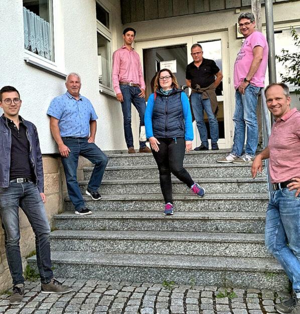 Die FWG stellt den Fortbestand der Großgemeinde Ottrau in Frage (v.li.): Lukas Lippert, Burkhard Raatz, Christoph Riebeling, Beatrice Roß, Horst Bierwirth, Oliver Brosch, Markus Knoch. Foto: Markus Pollok