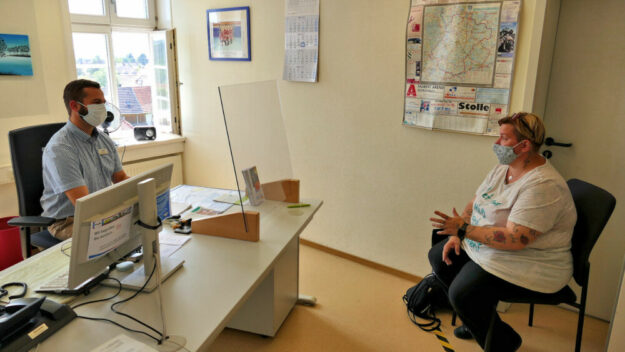 Im Jobcenter sind unter Beachtung wichtiger Hygiene-Regeln wieder Besuche möglich. Nach und nach kehrt so etwas wie Alltag zurück. Foto: Jobcenter Schwalm-Eder