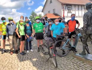 Die Fraktion der Bündnisgrünen im Melsunger Stadtparlament hat auf einer gemeinschaftlichen Erkundungsradtour Initiativen für eine verbesserte Verkehrsinfrastruktur für Radfahrer und Fußgänger angekündigt. Foto: Manfred Schaake
