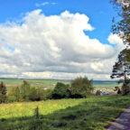 Der Rivieraweg bietet einen wunderschönen Fernblick über das Melsunger Land. Foto: nh