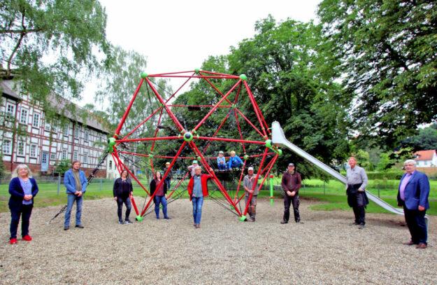 Viel Platz zum Toben: Am Donnerstag wurde der neue Spielplatz Bleichwiese in Treysa eröffnet. Foto: Michael Seeger | Stadt Schwalmstadt