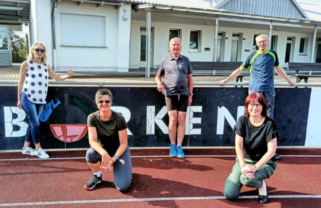 Die Sportabzeichengruppe (v.li.): Bärbel Fischbach, Jutta Junker, Manfred Heinz, Kerstin Gerber und Sportabzeichen-Obmann Gerhard Heinz. Foto: nh