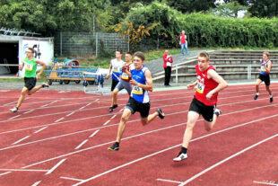 Mit einer überraschend starken Leistung holte sich MT Läufer Niclas Dittmar (re.) die Silbermedaille. Foto: nh