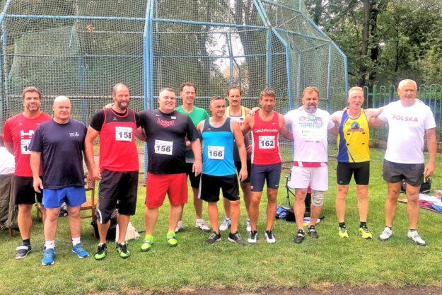 Die Teilnehmer im Diskuswerfen der M50 - ganz links Norbert Weinreich (MT Melsungen). Foto: nh