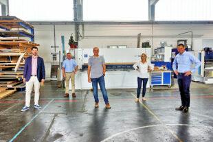 Matthias Nölke, MdB, Frank Pfau, FDP Schwalmstadt, Ralf Köhler GF Fa. Freigang, Wiebke Knell, MdL, Dr. Constantin Schmitt, FDP Schwalstadt. Foto: FDP