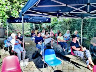 Gebannt lauschte das Publikum der Lesung und dem Konzert der Sinteza. Foto: nh