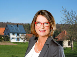 Staatsministerin Priska Hinz macht sich auf ihrer Sommertour 2020 für das Leben im ländlichen Raum stark. Fotos: Braxmeier | Feige. Montage: Schmidtkunz
