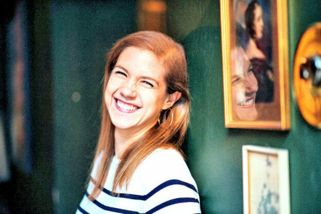 "Rebekka Knoll liest aus ihrem Debütroman ""Blaue Nächte"". Foto: Mario Wezel"