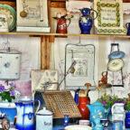 Solch wunderbare Schnäppchen könnte auch der Flohmarkt in Ziegenhain bieten. Wer weiß: Vielleicht findet sich dort ein altbekannter Sinnspruch in Emaille auf Blech? Foto: RitaE | Pixabay