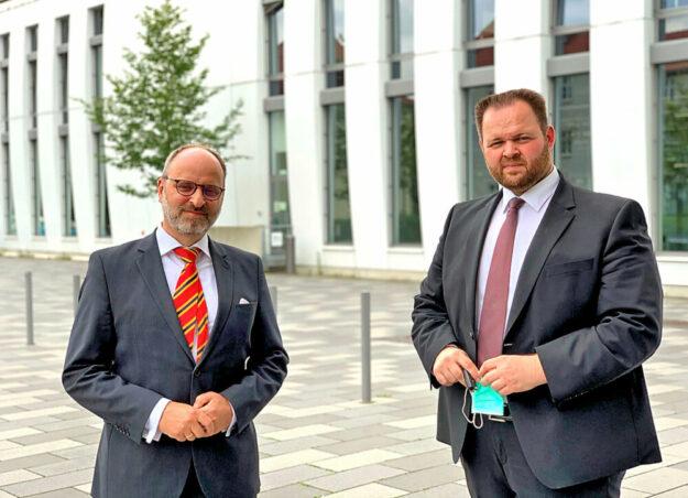 SMA Vorstand Ulrich Hadding (li.) und Engin Eroglu, MdEP. Foto: FREIE WÄHLER Hessen