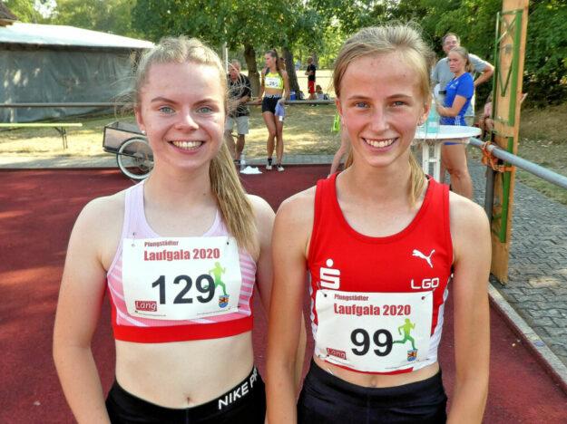 Vivian Groppe und Karolina Haas (Dortmund) freuten sich über ihre Bestzeiten von 57,58 und 57,80 Sekunden. Foto: nh