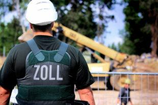 Beamte der Zolleinheit Finanzkontrolle Schwarzarbeit werden auf Baustellen oft fündig. Die IG BAU fordert ein noch strengeres Vorgehen gegen Lohn-Betrug und illegale Beschäftigung. Foto: IG BAU