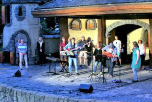 """Mit """"Open Stage"""" geht es auf der Gudensberger Märchenbühne recht familiär zu. Foto: Rainer Sander"""