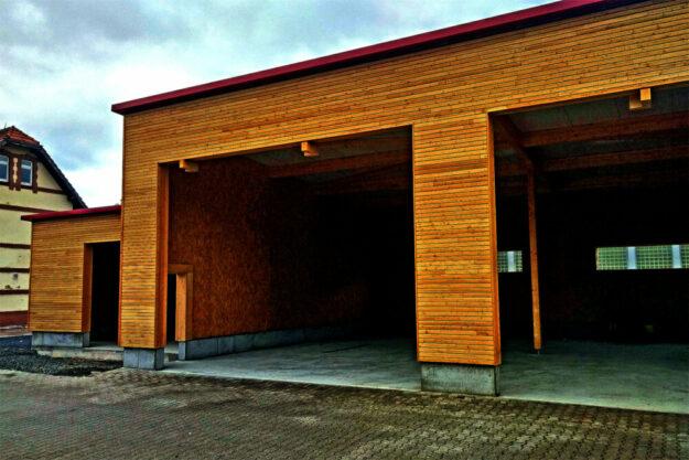 Die neue Fahrzeughalle des Bauhofs aus PEFC-zertifiziertem Holz. Foto: nh