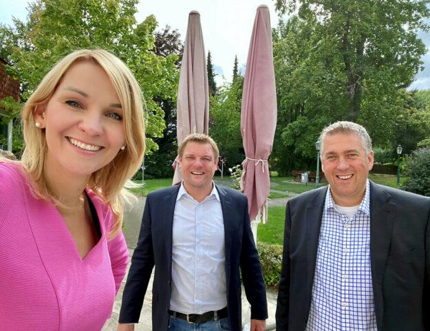 Die Vorsitzende der FDP-Kreistagsfraktion Wiebke Knell MdL (li.) ist zur Spitzenkandidatin für die Kreistagswahl gewählt worden. Gefolgt von Nils Weigand (re.) und Dr. Ralf-Urs Giesen (Mitte). Foto: FDP