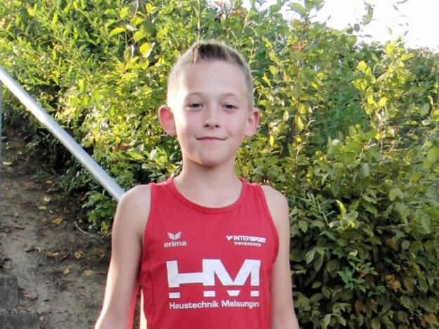 Der 11-jährige Jean Heilmann verbesserte sich im Weitsprung auf 4,51 m. Foto: nh