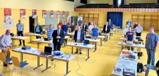 Die Teilnehmer der Parteiratssitzung Anfang September in Schwalmstadt mit Engin Eroglu (Mitte vorne), Europaabgeordneter und Landesvorsitzender FREIE WÄHLER Hessen. Foto: nh
