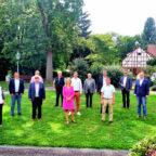 Der liberale Kreisvorstand (v.li.): Marion Viereck (Melsungen), Dr. Ralf-Urs Giesen (Malsfeld), Bernd Rösch (Schwalmstadt), dahinter Michael Maaß (Felsberg), Erwin Döhne (Morschen), Wiebke Knell MdL (Neukirchen), David Lewerenz (Melsungen), Dr. Richard Gronemeyer (Fritzlar), Nils Weigand (Melsungen), davor Frank Pfau (Schwalmstadt), Andreas Rethagen (Gudensberg), Lars Grein (Kassel), Theresa Doncev (Knüllwald) und Benjamin Giesen (Malsfeld). Foto: nh