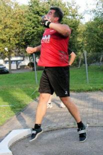 Norbert Weinreich schaffte mit 12,31 m die Norm für die DLV-Seniorenmeisterschaften der M50. Foto: nh