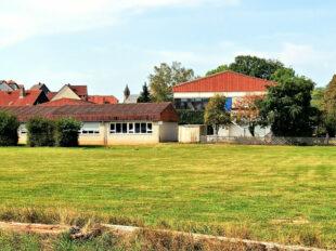 Noch wird die Immobilie von der Ziegenhainer Grundschule genutzt. Foto: nh