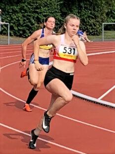 Vivian Groppe lag noch vor Eingang auf die Zielgeraden beim 200m-Finale der Frauen in Führung. Foto: nh