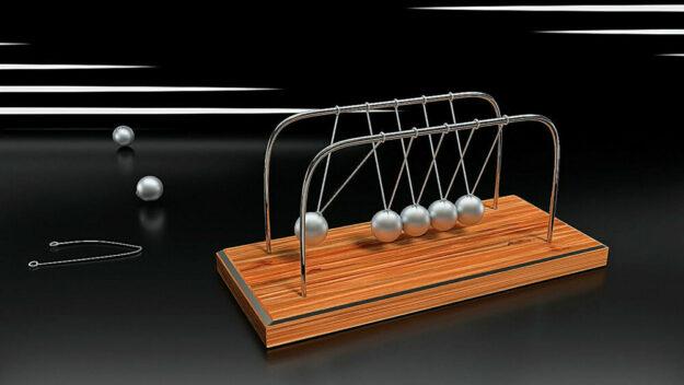 Wenn es um Impulsenergie geht, ist das newtonsche Kugelpendel das Symbol schlechthin.  An dieser Stelle steht es für die Energieimpulsberatung beim Schwalm-Eder-Kreis. Foto: Wilfried Wende | Pixabay