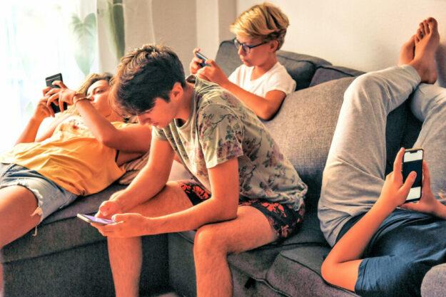 Im Corona-Lockdown haben die Computerspielzeiten werktags um 75 Prozent zugenommen. Jetzt startet die DAK-Gesundheit eine Präventionsoffensive zur Früherkennung von Mediensucht. Foto: DAK | nh