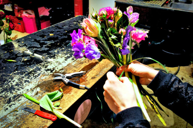 Schöner Beruf, aber oft schlecht bezahlt: In der Floristik müssen sich viele Beschäftigte mit Mini-Löhnen begnügen, die bei weitem nicht zum Familienunterhalt reichen, kritisiert die Gewerkschaft. Foto: IG BAU
