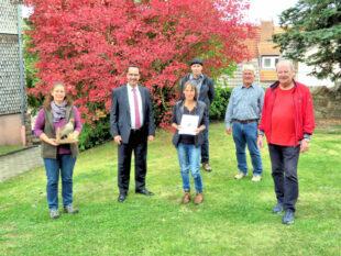 Von links: Andrea Imhäuser, Bürgermeister Michael Köhler, Vera Grenner, Matthias Michel, Dieter Kraushaar, Manfred Paul. Foto: Gemeinde Bad Zwesten