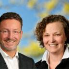 Die Planer Christiane Meßner und Urs Müller-Meßner halten über das Bewerbungsverfahren auf dem Laufenden. Fotos: nh