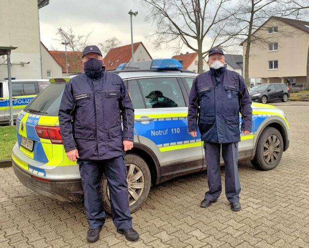 Unterwegs im freiwilligen Polizeidienst Stephan Reichert (li.) und Gregor Schnupp unterstützen als Freiwillige Polizeihelfer Kommune und Polizei. Foto: Stadt Gudensberg