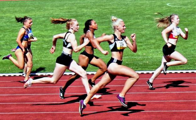 Auch den Läuferinnen fehlte im vorigen Jahr wegen der Pandemie-Einschränkungen das gebotene Training. Auch für Vivian Groppe (re.) sind die vor ihr liegenden Chancen bei Laufwettbewerben heute schwer einschätzbar Foto: nh