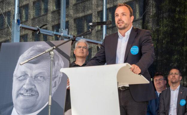 Die DGB Region Nordhessen gedenkt am Tag der Urteilsverkündung des ermordeten Dr. Walter Lübcke und fordert die politische Aufarbeitung der rechtsextremen Strukturen in der Region. Foto: DGB