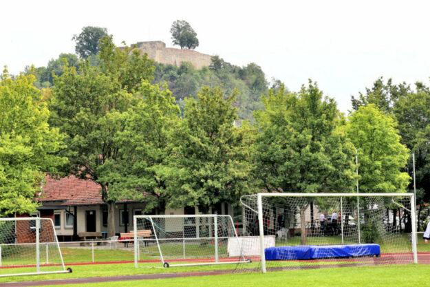 Die Verbesserung der Infrastruktur der städtischen Sportanlagen ist wichtig, weshalb die Sportanlage in der Kernstadt mit einer Flutlichtanlage ausgestattet ist. Foto: Rainer Sander