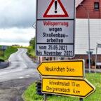 Die Schilder künden schon davon: Den Sommer über bleibt die L 3258 gesperrt. Foto: HessenMobil