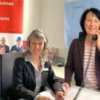 Beraten beim hessenweiten Telefonaktions-Tag: Die Beauftragten für Chancengleichheit am Arbeitsmarkt, Bärbel Kesper (re.) und Kerstin Wickert-Strippel (li.). Fotos: Agentur für Arbeit, Korbach